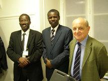 De gauche à droite: Maréga baba (For-Mauritania et FNDD-France),  Assan Soumaré (ancien Ministre) et le Député François Loncle