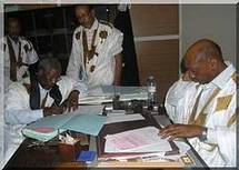 Messaoud Ould Boulkheir effectue le dépôt de sa candidature.