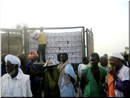 Distribution de 3 666 kits alimentaires au profit des familles de rapatriés [Reportage photos]
