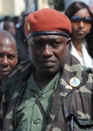 """Guinée : """" forte récompense"""" offerte pour arrêter l'aide de camp Toumba"""