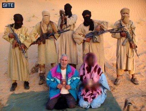 Image obtenue le 30 décembre 2009 du Centre américain de surveillance des sites islamistes (SITE), montrant le couple dIitaliens enlevés le 18 décembre en Mauritanie