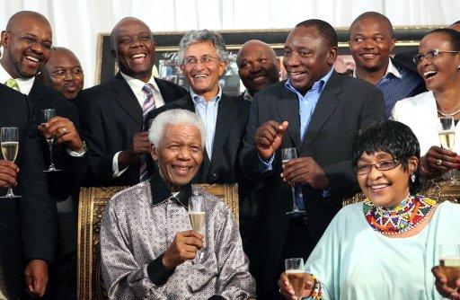 Le premier président noir d'Afrique du Sud, Nelson Mandela  célèbre le 20e anniversaire de sa libération de prison, le 4 février 2010 à Johannesbourg