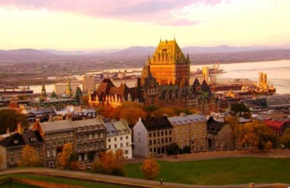 La ville de Québec. Un sommet sur fond de fronde.