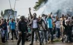Assemblée nationale en feu, le QG de l'opposition encerclé par l'armée, émeutes dans les villes, l'annonce le 31 août de la victoire d'Ali Bongo (49,80 % des voix contre 48,23 % pour Jean Ping) a plongé le pays au bord du chaos