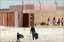 Extérieur d'une ancienne école de Nouadhibou baptisée