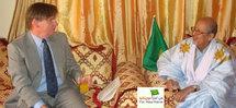 Le Chargé d'Affaire de l'Ambassade des Etats Unis à Lemden pour présenter les voeux du Président Bush à son homologue mauritanien à l'occasion de Elaîd