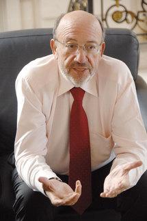 Louis Michel sur rfi: l'ordre constitutionnel c'est le retour du Président élu ou la négociation avec lui