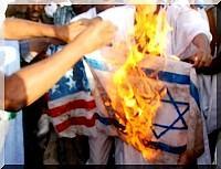 Grande manifestation à Nouakchott : les drapeaux israélien et américain brulés