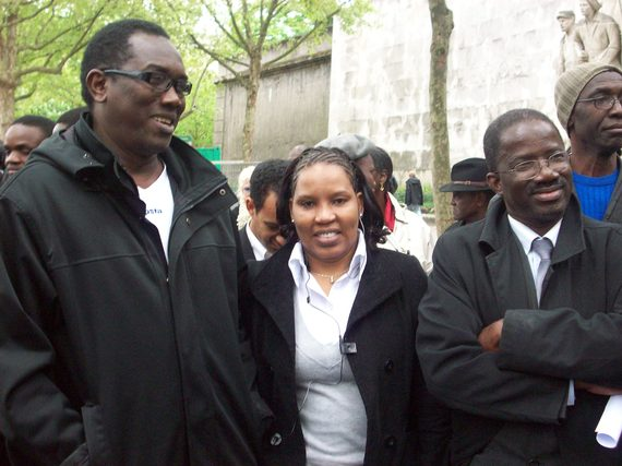 Photo, Roughi Dia secretaire générale de l'AVOMM ( au milieu)