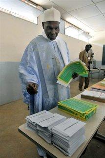 """Le président sénégalais dit n'être """"pour aucun des partis"""""""