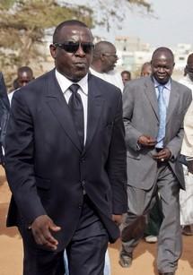 Le ministre sénégalais des affaires étrangères: nous voudrions que les choses s'arrangent d'ici ce soir pour que la rencontre rencontre tripartite se tienne mardi.