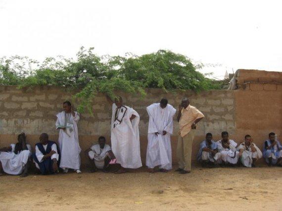 A l'ombre mais non moins méritants : Mamadou Bocar BA, 2ème Vice Président,  Ahmedou Cheikhou Cissé le SG et Amadou Al Hussein LAM, tous d'anciens torturés par Taya,  attendent sagement leur tour