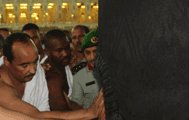 """Le président de la République effectue la """" Oumra"""" à la Mecque"""