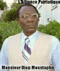Gros plan sur le Lieutenant de Vaisseau Diop Moustapha dans un entretien exclusif