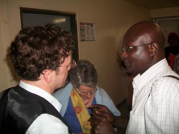M Hamdo Rabbi Sy en discussion avec M Alain Lerat membre de l'AVOMM