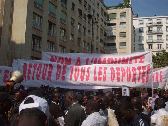 Manifestation de l'AVOMM, de l'OCVIDH et de l'ARMME en images (Paris 23 avril 2011).