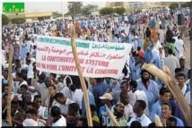 Mauritanie: des milliers d'opposants réclament le départ du président Aziz.